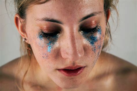 glittery images  depict unrealistic beauty standards