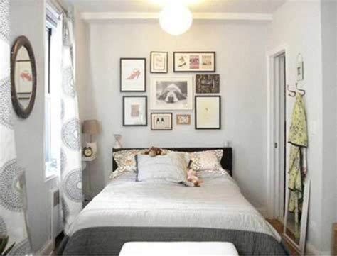 Bedroom Decorating Ideas Renters by How To Decorate A White Room Decorating Ideas For Small