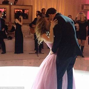 Kaley Cuoco shares snap of wedding cake after Ryan ...