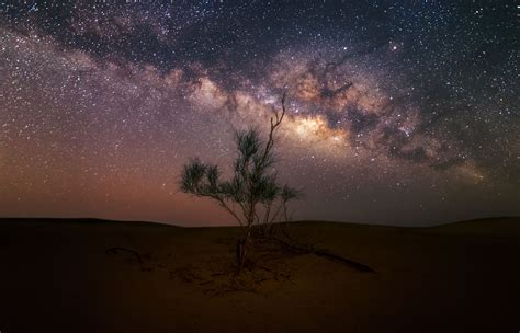 Stunning Shots Milky Way Taken From Dusty Desert