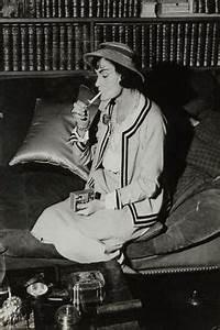 Coco Chanel Bilder : die 49 besten bilder von karl lagerfeld in 2019 coco chanel karl lagerfeld und man fashion ~ Cokemachineaccidents.com Haus und Dekorationen
