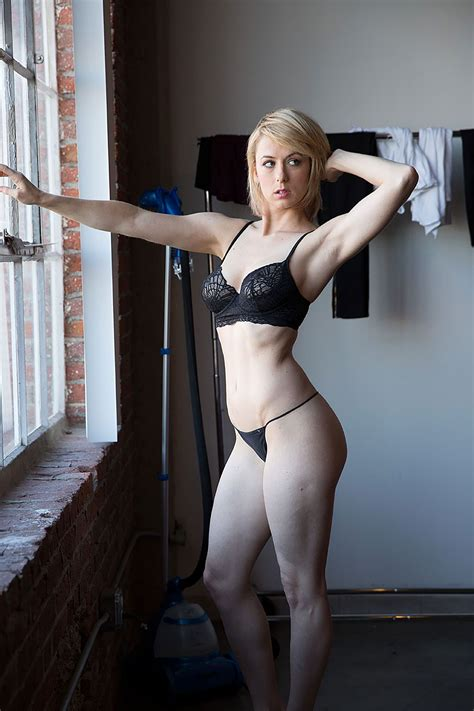 iliza shlesinger leaked nudes scandal planet