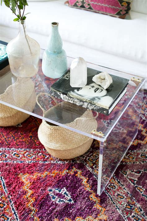 Use these simple round coffee table styling ideas to add a cozy touch to your home. 20 Best Coffee Table Styling Ideas - How To Decorate A Square Or Round Coffee Table