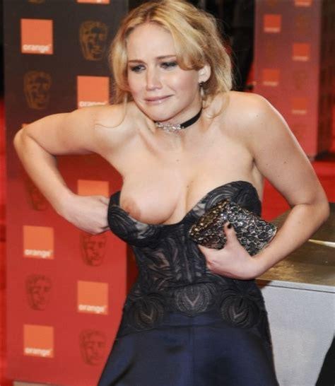 Jennifer Lawrence Nip Slip Pic
