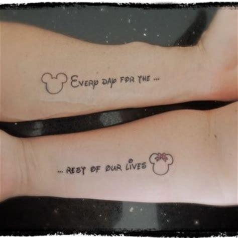 ecriture walt disney tatouage