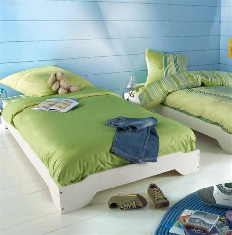 chambre 3 enfants chambre enfant 3 suisses photo 3 15 deux lits avec une