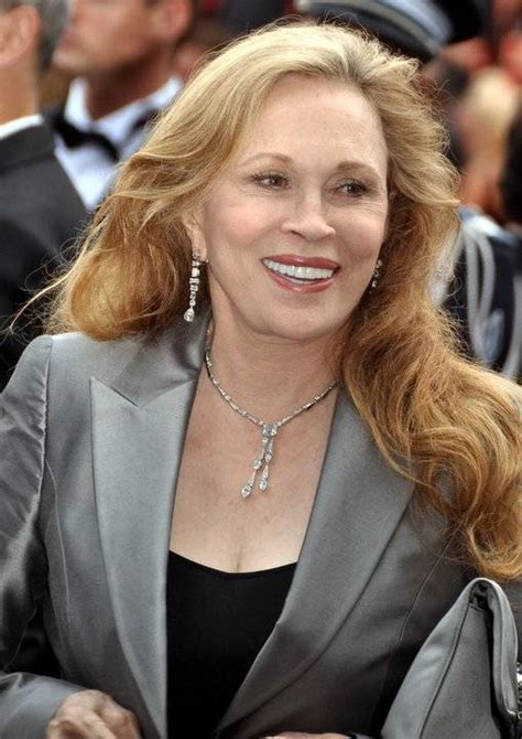 Quel âge à Faye Dunaway, his height, his weight.