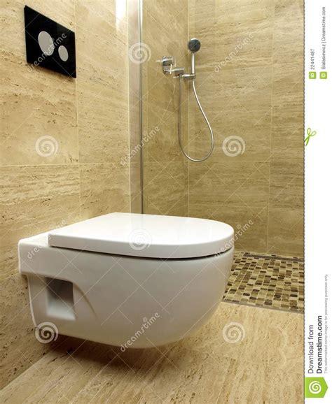 plan rapproch 233 de toilette dans la salle de bains moderne photographie stock libre de droits