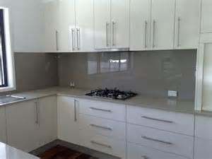 glass tiles for kitchen backsplash 85 best kitchen splashback ideas images on