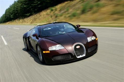 Bugatti veyron 16.4 super sport is the world's fastest production car with a top speed of 431 km/h. Milestone - 15 Years Ago the Bugatti Veyron 16.4 Broke the 400 km/h Barrier