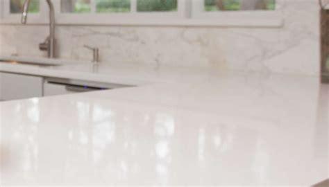 tache blanche sur carrelage comment faire briller une table en marbre