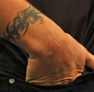 Tattoo Armband Handgelenk : m nnerschmuck was das handgelenk ber den mann verr t welt ~ Frokenaadalensverden.com Haus und Dekorationen