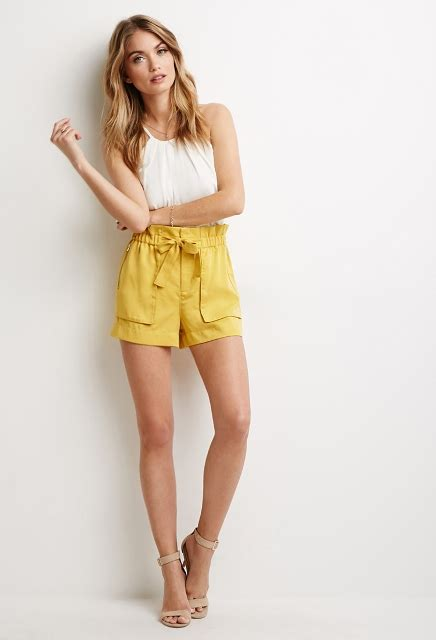 22 Paper Bag Waist Shorts Outfits To Try - Styleoholic