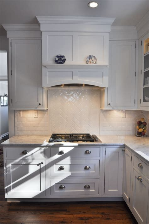 Gas cooktop with under cabinet lighting, built in hood