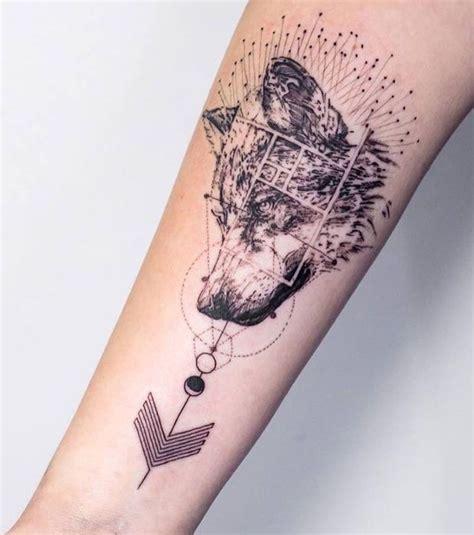 tatouage femme  tatouage de loup sur lavant bras