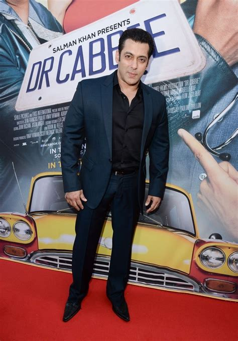 salman khan looked sharp   navy suit   toronto premiere  dr cabbie wallpaper