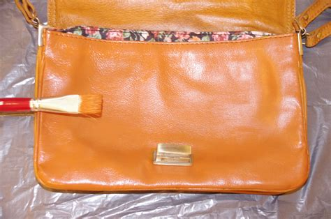 teindre un canape en cuir diy teindre un sac en cuir missglamazone