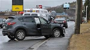 Céder Son Véhicule : une voiture entre en collision avec un poteau lectrique ~ Medecine-chirurgie-esthetiques.com Avis de Voitures