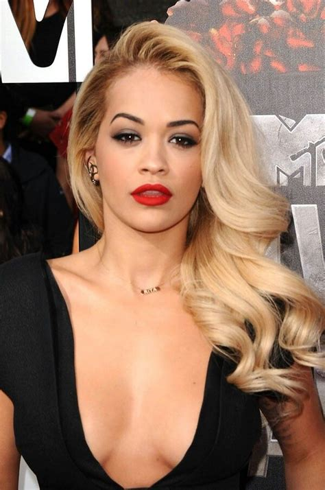 foto de Gorgeous Hollywood curls Glamour hair Cool blonde hair