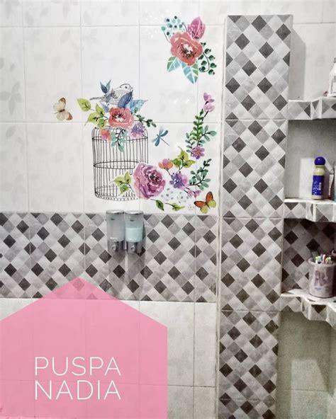 dekorasi dinding kamar mandi  wallpaper keren