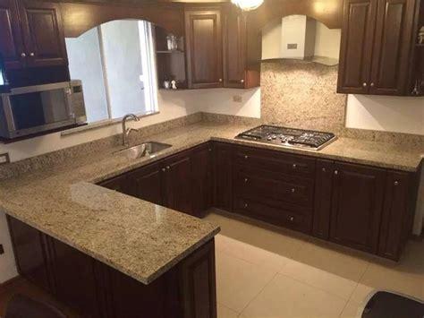 cocina en  sin isla cafe  cubierta beige cocina en  kitchen cabinets kitchen  home