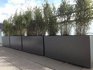 Jardiniere design en fibre ciment brise vue vert sur le for Grande jardiniere pour terrasse 1 grande jardiniare moderne pour decor de balcon terrasse