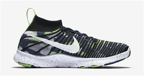 russell wilson nike  train force flyknit   sbd