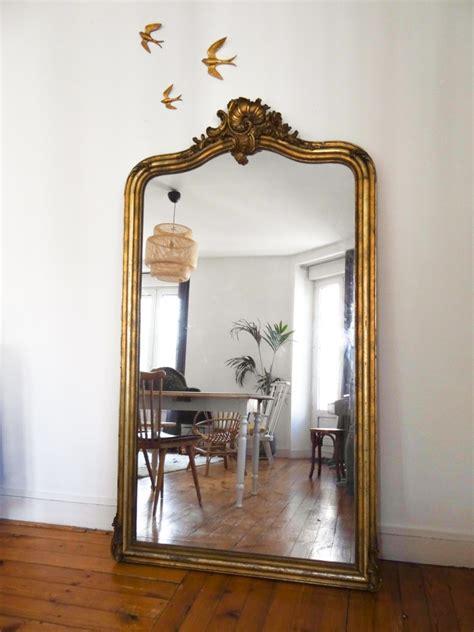 grand miroir a poser au sol id 233 e d 233 co un grand miroir ancien une hirondelle dans les tiroirs