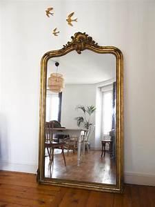 Miroir à Poser : id e d co un grand miroir ancien une hirondelle dans les tiroirs ~ Teatrodelosmanantiales.com Idées de Décoration