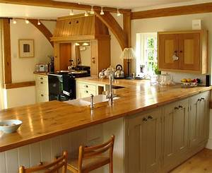 Kitchen kitchen worktops idea in marble combined with wood for Kitchen cabinet trends 2018 combined with wooden inspirational wall art