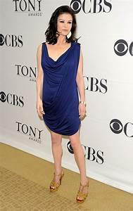 Catherine Zeta-Jones Medium Wavy Cut - Medium Wavy Cut ...