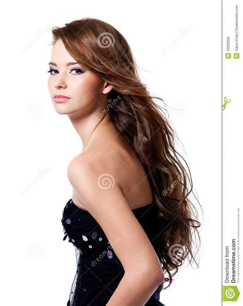 schöne haarschnitte frauen pin sch 195 182 ne frau mit dem lockigen haar und scheren on