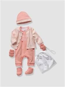 Baby Liste Erstausstattung : januar wunschliste f r baby girls style pray love ~ Eleganceandgraceweddings.com Haus und Dekorationen