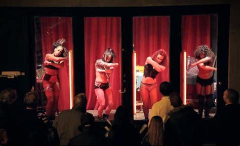 danseuses dans le quartier d amsterdam retour sur un buzz moustique be