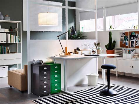bureau de dessinateur en avant la créativité