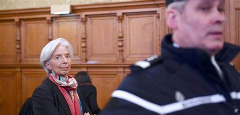 le bureau la garde au procès de christine lagarde retour sur les liens entre