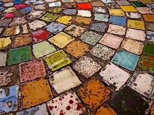 Tisch Mit Fliesen : runder tisch mit bunten fliesen stock foto colourbox ~ Michelbontemps.com Haus und Dekorationen