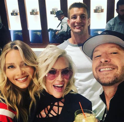 Donnie Wahlberg & Jenny McCarthy Hang Out with Former ...