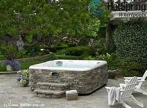 Outdoor whirlpool mit natursteinoptik for Whirlpool garten mit pflanzkübel stein rund