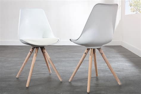 chaises blanches en bois chaises bois blanches homeandgarden