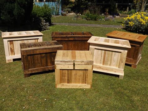 ottomans storage boxes   recycled wood recyclart