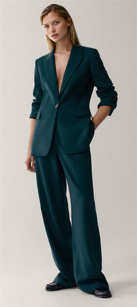 Kate outfitted in Massimo Dutti for 'Five Big Questions ...
