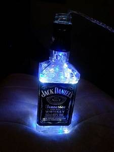 Lichterkette Für Flaschen : jack daniels bottle with fairy lights diy lamp jack daniels ideen ~ Frokenaadalensverden.com Haus und Dekorationen