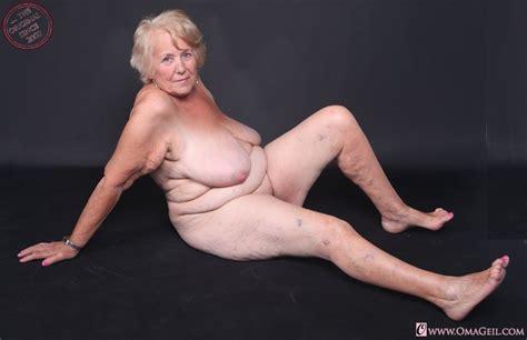 Alte Oma Die Ist 84 Jahre Alt Sehr Geil Und Nackt Geileomas
