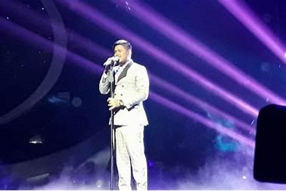 Robbie Better Williams Abdul Berkelas Tampil Lagu