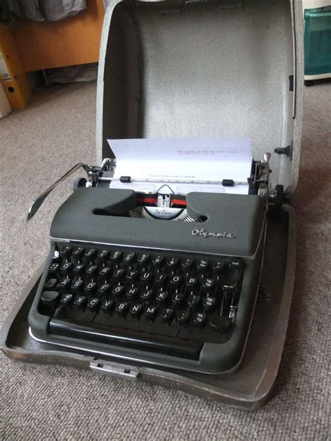olympia sm typewriter vintage  case olive green deluxe