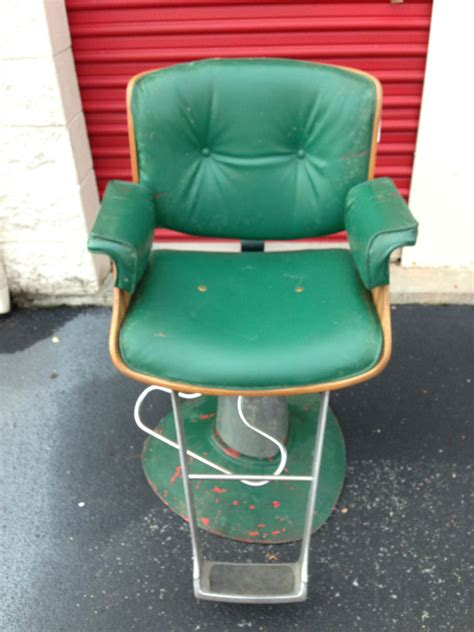 Vintage Belvedere Barber's Chair Green Fine Antique Jewellery Guernsey Black Forest Cuckoo Clocks Furniture Coffee Table Chesterfield Leather Couch Mission Oak Dining Room Set Bottle Opener Kol Chinese Pottery Marks Cast Iron Fire Back Plate