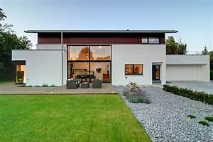 Fertighaus Bauhausstil Preise : design fertighaus kubisches fertighaus mit satteldach ~ Lizthompson.info Haus und Dekorationen