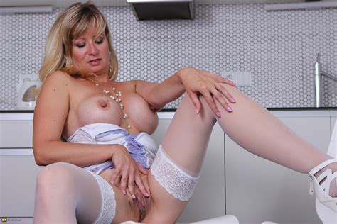 Cute Granny Photos Horny Mature Blonde Showing Her Hot Body