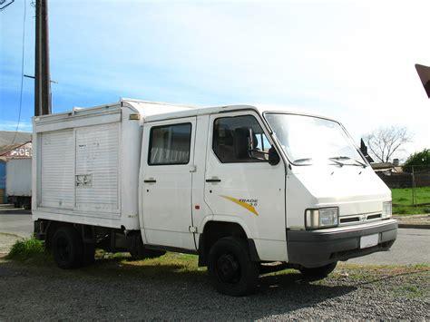 Archivonissan Trade 30 Crew Cab 1996 (11280370363)jpg